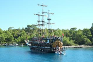Kemer Pirate Boat trip: Boat Trip through the Beautiful Bays of Kemer